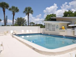 Deluxe Bungalow on Lido Key by St. Armands
