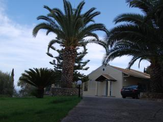 Lovely 3-bedroom villa with amazing sea-view, Gastouri
