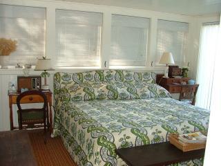1st floor master bedroom, King sized bed
