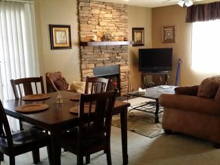 Close to Golf, Spring Training, East Valley, Fully Furnished 2bd 2ba Pool Hot Tub Fireplace