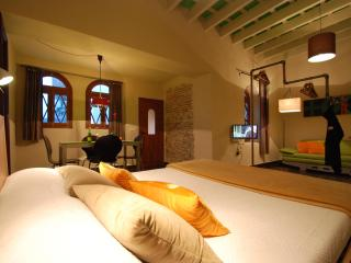 Lakoa Suite with garden in the historic center, Tarifa