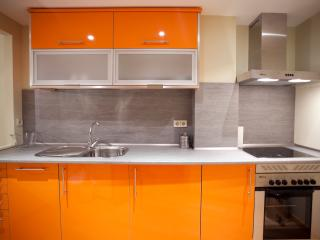 2 Bedroom & Bath & Climate Control, Madrid