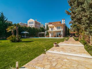 Villa with pool in Lagonisi Athens