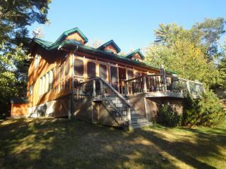Muskoka Rustic  Beauty - Cottage Six Mile Lake