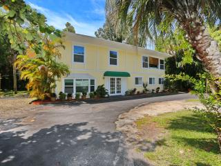 Siesta Key- Beach Chic Retreat,  Siesta Key 3 Bedroom 2 Bath Apartment