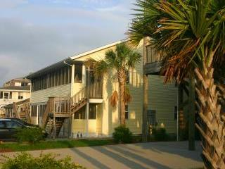 Windy Hill Villa #4- First Floor, Steps to Beach, Myrtle Beach Nord