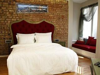 Comfortable & Central Studio Apartment in Cihangir, Estambul