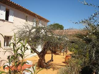 Le Hameau, Vacation Rental with a Pool and Terrace, Saint-Cezaire-sur-Siagne