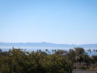 $250/$399 Casitas Oceano - The Upper Bungalow, Santa Barbara
