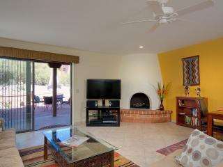 Beautiful Remodeled Classic Catalina Foothills Townhome, Tucson