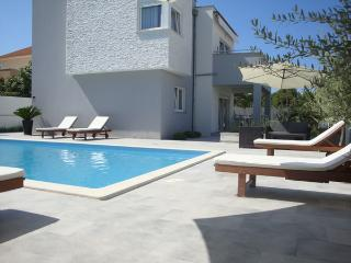 Villa Gabi with pool near the beach