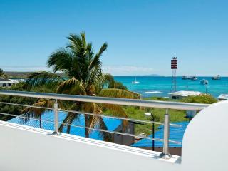 Casa vista a la bahía de mar vista balcón una Bd Apt, Puerto Ayora