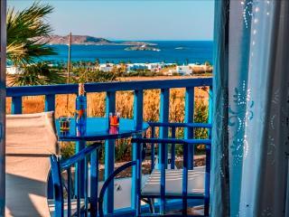 Arokaria Dreams Apartment with Sea View & pool, Paros