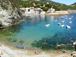 Book Instantly! 4 BR Coastal Villa in Castellet, 5km from Costa Dorada beaches, L'Arboç