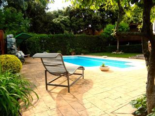 Idyllic villa with private tennis court just 10 minutes to Barcelona, Matadepera