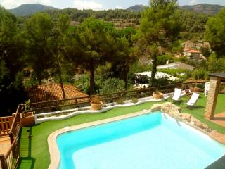 Enchanting 4-bedroom villa for 8 guests in Las Marinas, just 35 km from Barcelona, Sant Llorenc Savall