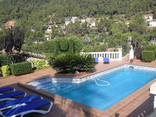 Beautiful mountain villa in Torrelles with incredible views and a large private pool, just 15km from, Torrelles de Llobregat