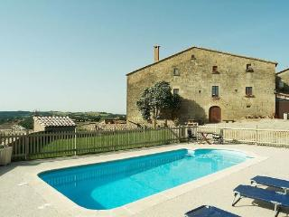 Historic Cave House for 15 guests, an easy drive from Barcelona!, Lleida