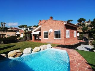 Seaside 3-bedroom villa in Caldes Estrach, only 1,000m to the beach