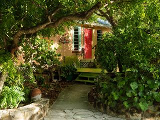 Artists Island home w/ yoga deck on GraceBayBeach, Providenciales