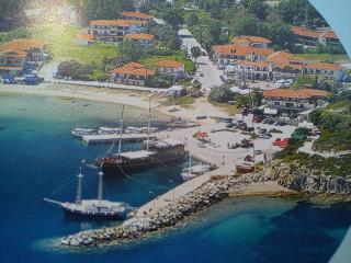 Ormos Panagia, 3 bedr flat, steps from sea, 2floor, Sithonia