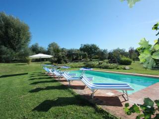 Private Villa with Pool, 11 sleeps, wi-fi, Umbria, Todi