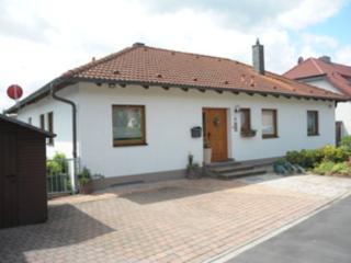 Vacation Apartment in Oberasbach - 377 sqft, quiet, central, modern (# 4941), Zirndorf