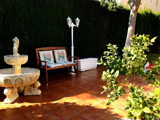 Coastal villa in Cunit for 10 guests, only 1.5km from the beaches of Costa Dorada!