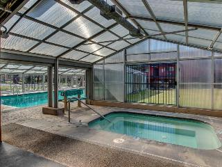 Dog-friendly condo w/ private balcony plus shared pool & hot tub!