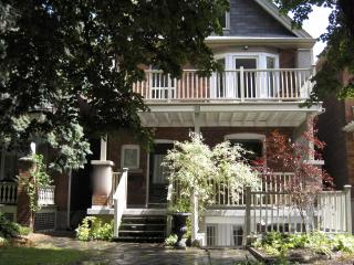 Large 2 bedroom sleeps 5 with a 22ft x 10 ft  balc, Toronto