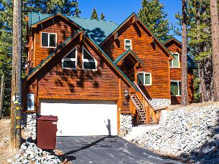 Luxury Tahoe Cabin, Game Room, Tons of Extra  Amen