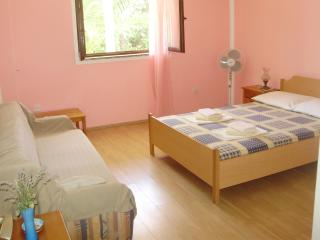 Vrboska/Hvar -Villa Welcome -  Budget triple room