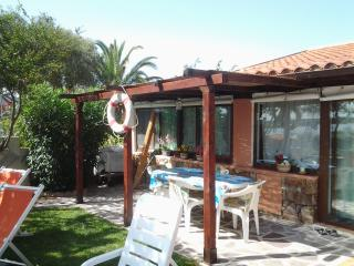 Chalet with garden on the sea, Olbia