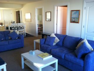 Beautiful beach block - First Floor2b/2b parking.