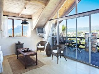 Loft Suite - light and bright, with views, Noordhoek