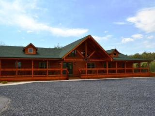 Hawksbill Retreat - The Lodge, Luray