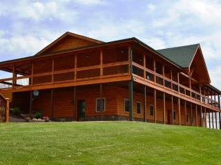 Hawksbill Retreat The Lodge Sleeps 30 Gameroom Hot Tub 10 Bedrooms Private Lake