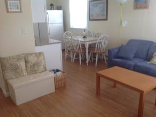 Beach block 2b/2b First Floor - cozy, clean, pets.