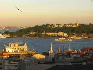 Bosphorus & Old City views near Galata Tower (T2, Estambul