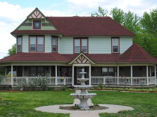 Whisper Rock Victorian Dreams Vacation Home, Belleville