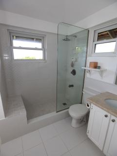 Master en-suite bathroon