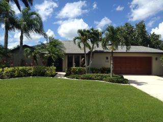Oliver's Oasis 'Not Your Typical Vacation Rental!', Cape Coral