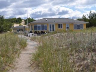 Cathead Bay Sand Castle in Northport, gorgeous beach house, bring your sand toys