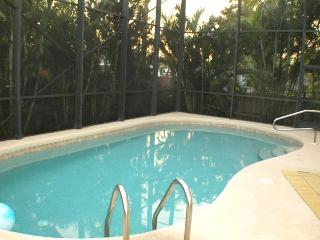 6Bd Naples Walking distance to the Beach in Naples
