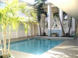 Rare Weekly Rental on 5th Ave & steps to beach