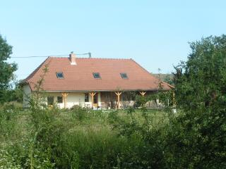 Renovated old farmhouse, completely furnished, for a quit vacation at the countryside.
