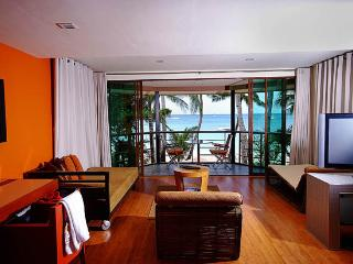 (Mactan House)Beachfront 3BRVilla w/ Breakfast, Boracay