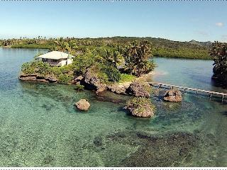 Mill Rock Honeymoon Island, Savusavu