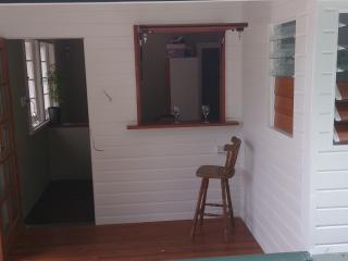 Own Entrance / deck & breakfast bar