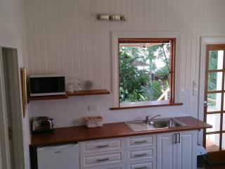 Self contained - Brand NEW Breakfast Kitchenette, Fridge, etc